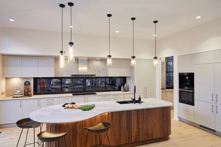 The Block's Winning Kitchen: How an Agent's Advice Pays Off